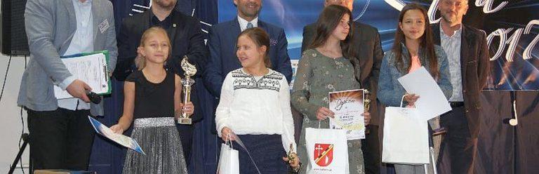 maja_mlodzinska_2017_feat